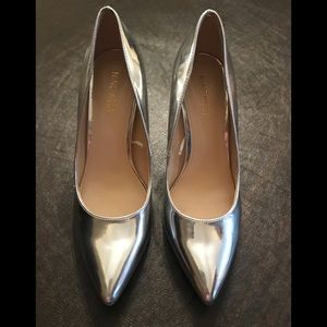 Nine West silver patent leather pumps size 7